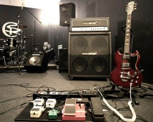 Гитара не терпит ни каких дополнительных фазовых искажений.